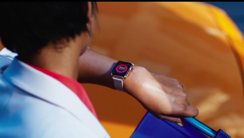 Apple-Watch-Sport-on-hand-image-003