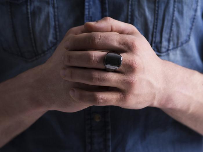 ŌURA_ring_hands