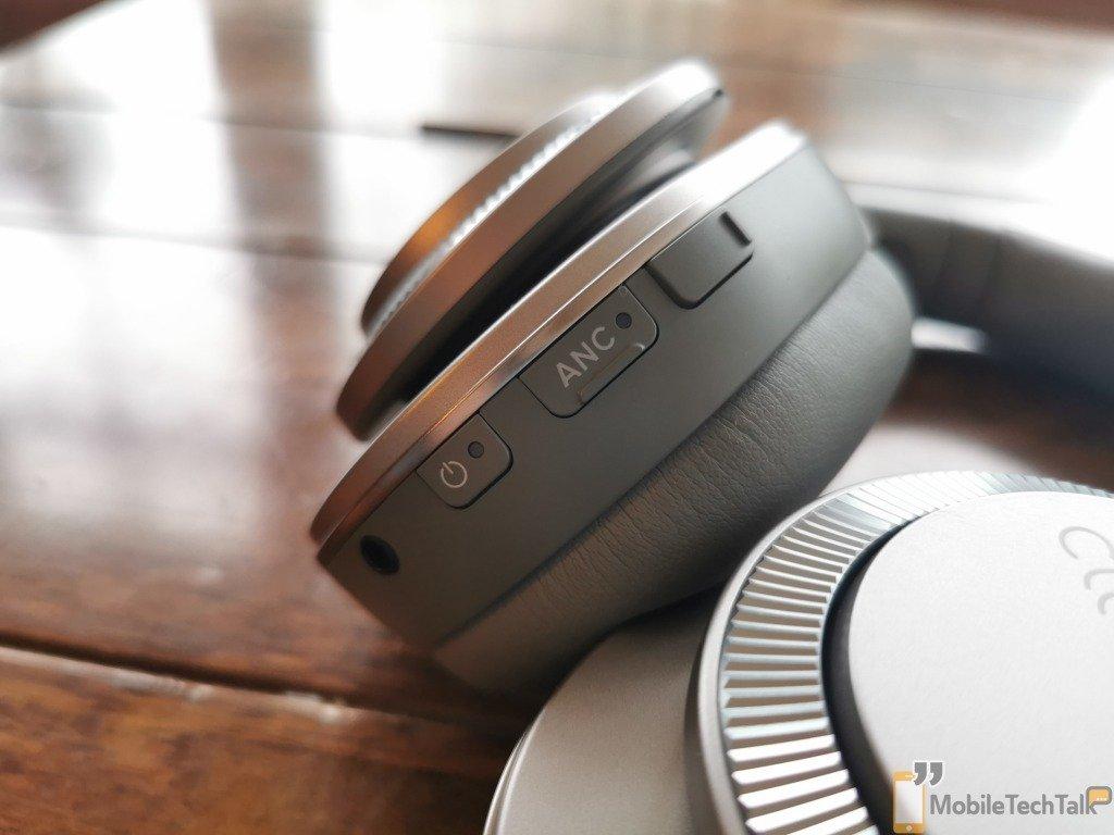 Headphones control buttons