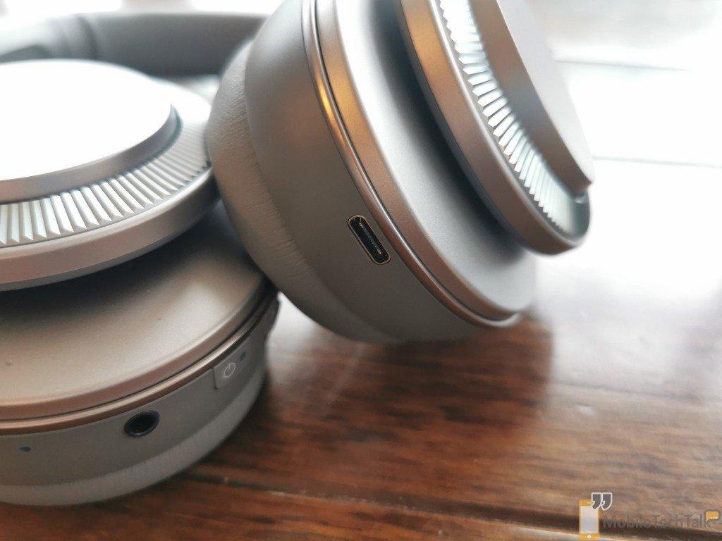 Headphones charging port